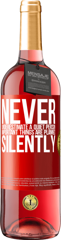 24,95 € Free Shipping | Rosé Wine ROSÉ Edition Never underestimate a quiet person, important things are planned silently Red Label. Customizable label Young wine Harvest 2020 Tempranillo