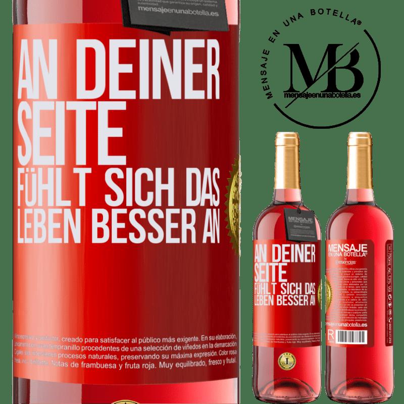 24,95 € Kostenloser Versand | Roséwein ROSÉ Ausgabe An deiner Seite fühlt sich das Leben besser an Rote Markierung. Anpassbares Etikett Junger Wein Ernte 2020 Tempranillo
