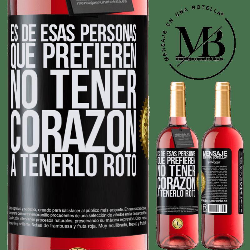 24,95 € Envoi gratuit   Vin rosé Édition ROSÉ C'est une de ces personnes qui préfèrent ne pas avoir de cœur pour le briser Étiquette Noire. Étiquette personnalisable Vin jeune Récolte 2020 Tempranillo