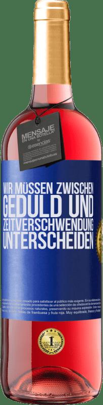 24,95 € Kostenloser Versand | Roséwein ROSÉ Ausgabe Wir müssen zwischen Geduld und Zeitverschwendung unterscheiden Blaue Markierung. Anpassbares Etikett Junger Wein Ernte 2020 Tempranillo