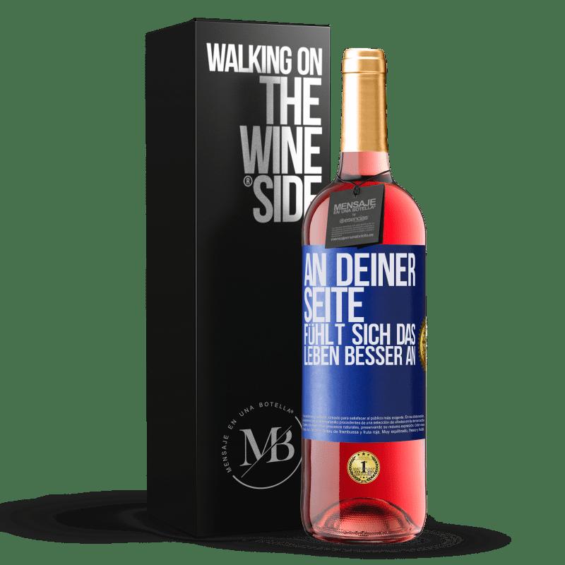 24,95 € Kostenloser Versand | Roséwein ROSÉ Ausgabe An deiner Seite fühlt sich das Leben besser an Blaue Markierung. Anpassbares Etikett Junger Wein Ernte 2020 Tempranillo
