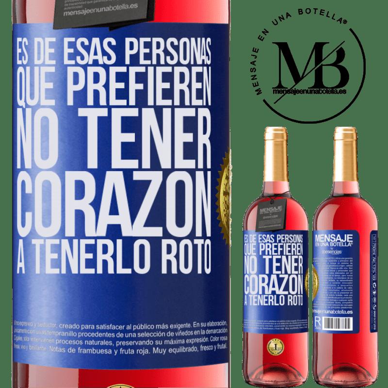 24,95 € Envoi gratuit   Vin rosé Édition ROSÉ C'est une de ces personnes qui préfèrent ne pas avoir de cœur pour le briser Étiquette Bleue. Étiquette personnalisable Vin jeune Récolte 2020 Tempranillo