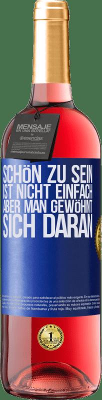 24,95 € Kostenloser Versand | Roséwein ROSÉ Ausgabe Schön zu sein ist nicht einfach, aber man gewöhnt sich daran Blaue Markierung. Anpassbares Etikett Junger Wein Ernte 2020 Tempranillo