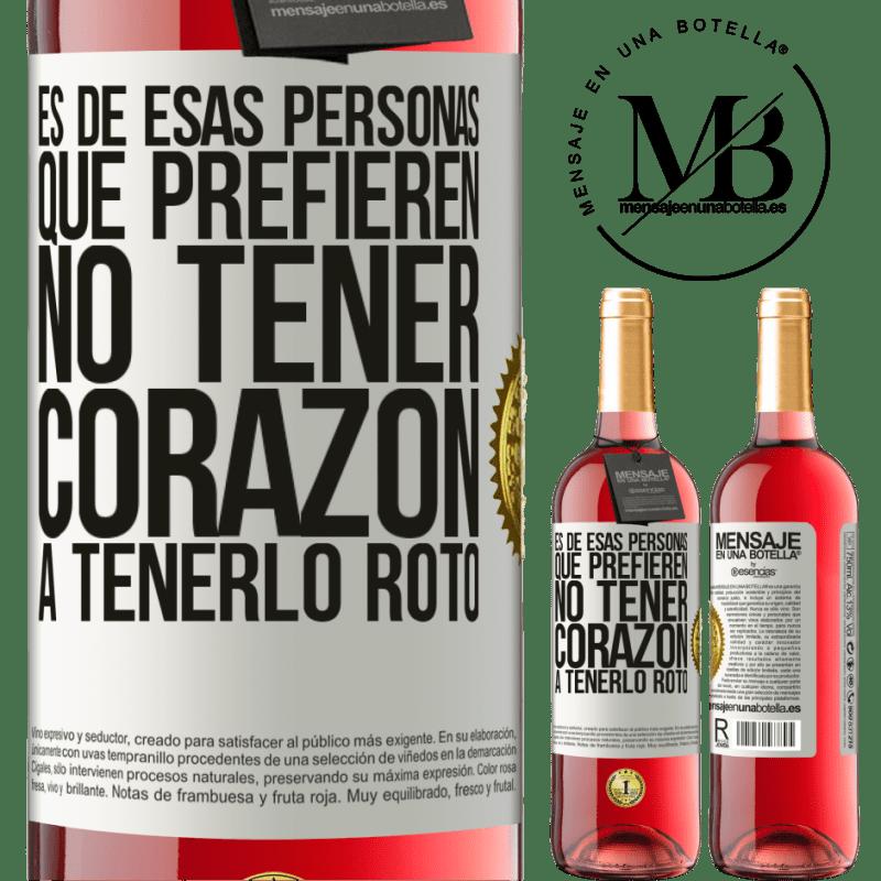 24,95 € Envoi gratuit   Vin rosé Édition ROSÉ C'est une de ces personnes qui préfèrent ne pas avoir de cœur pour le briser Étiquette Blanche. Étiquette personnalisable Vin jeune Récolte 2020 Tempranillo