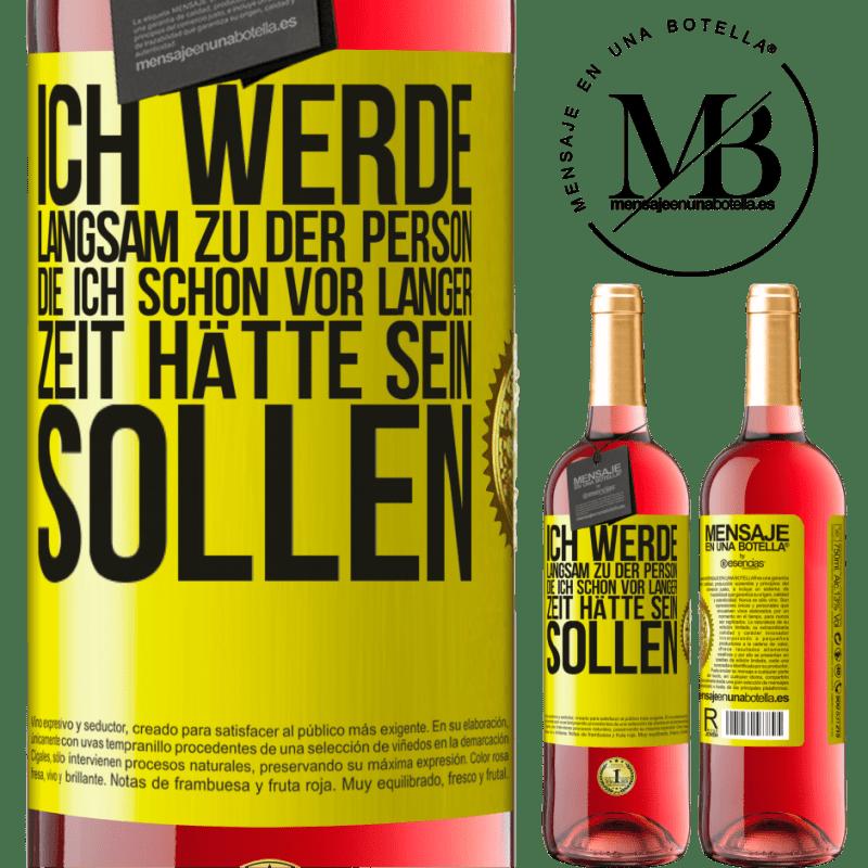 24,95 € Kostenloser Versand   Roséwein ROSÉ Ausgabe Ich werde langsam zu der Person, die ich schon vor langer Zeit hätte sein sollen Gelbes Etikett. Anpassbares Etikett Junger Wein Ernte 2020 Tempranillo