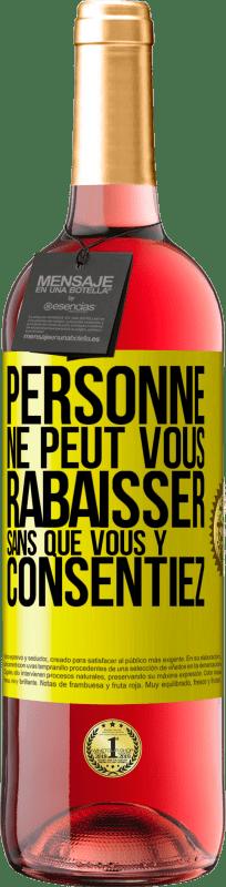 24,95 € Envoi gratuit | Vin rosé Édition ROSÉ Personne ne peut vous faire sentir inférieur sans votre consentement Étiquette Jaune. Étiquette personnalisable Vin jeune Récolte 2020 Tempranillo