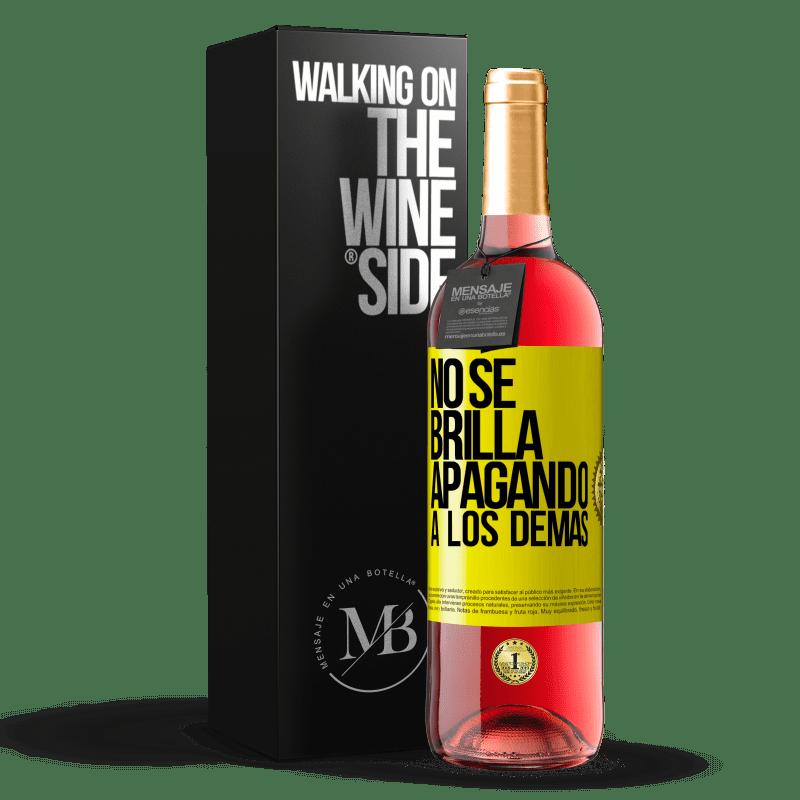 24,95 € Envoi gratuit | Vin rosé Édition ROSÉ Ça ne brille pas en éteignant les autres Étiquette Jaune. Étiquette personnalisable Vin jeune Récolte 2020 Tempranillo