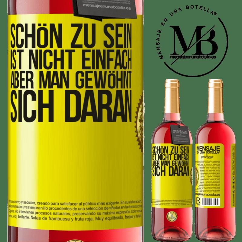 24,95 € Kostenloser Versand | Roséwein ROSÉ Ausgabe Schön zu sein ist nicht einfach, aber man gewöhnt sich daran Gelbes Etikett. Anpassbares Etikett Junger Wein Ernte 2020 Tempranillo