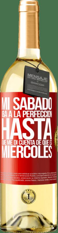 24,95 € Envío gratis | Vino Blanco Edición WHITE Mi sábado iba a la perfección hasta que me di cuenta que es miércoles Etiqueta Roja. Etiqueta personalizable Vino joven Cosecha 2020 Verdejo