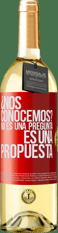 24,95 € Envío gratis | Vino Blanco Edición WHITE ¿Nos conocemos? No es una pregunta, es una propuesta Etiqueta Roja. Etiqueta personalizable Vino joven Cosecha 2020 Verdejo