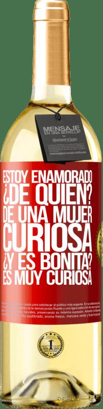 24,95 € Envío gratis | Vino Blanco Edición WHITE Estoy enamorado. ¿De quién? De una mujer muy curiosa. ¿Y es bonita? Es muy curiosa Etiqueta Roja. Etiqueta personalizable Vino joven Cosecha 2020 Verdejo