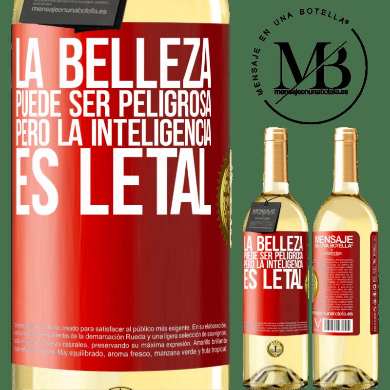 24,95 € Envío gratis | Vino Blanco Edición WHITE La belleza puede ser peligrosa, pero la inteligencia es letal Etiqueta Roja. Etiqueta personalizable Vino joven Cosecha 2020 Verdejo