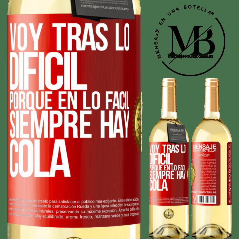 24,95 € Envío gratis | Vino Blanco Edición WHITE Voy tras lo difícil, porque en la lo fácil siempre hay cola Etiqueta Roja. Etiqueta personalizable Vino joven Cosecha 2020 Verdejo
