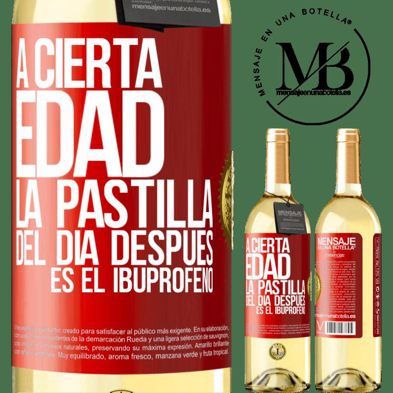 24,95 € Envío gratis | Vino Blanco Edición WHITE A cierta edad, la pastilla del día después es el ibuprofeno Etiqueta Roja. Etiqueta personalizable Vino joven Cosecha 2020 Verdejo