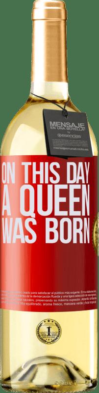 24,95 € Envío gratis | Vino Blanco Edición WHITE On this day a queen was born Etiqueta Roja. Etiqueta personalizable Vino joven Cosecha 2020 Verdejo