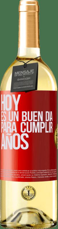 24,95 € Envío gratis | Vino Blanco Edición WHITE Hoy es un buen día para cumplir años Etiqueta Roja. Etiqueta personalizable Vino joven Cosecha 2020 Verdejo
