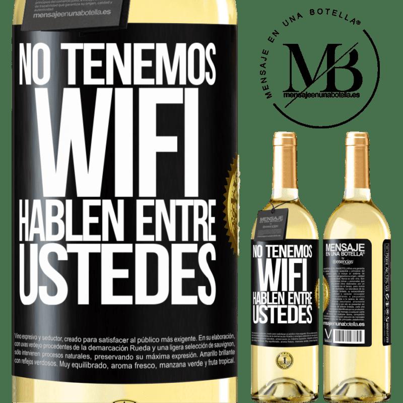 24,95 € Envío gratis | Vino Blanco Edición WHITE No tenemos WiFi, hablen entre ustedes Etiqueta Negra. Etiqueta personalizable Vino joven Cosecha 2020 Verdejo