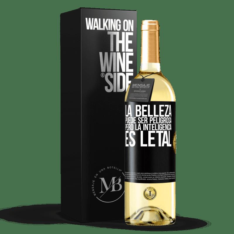 24,95 € Envío gratis | Vino Blanco Edición WHITE La belleza puede ser peligrosa, pero la inteligencia es letal Etiqueta Negra. Etiqueta personalizable Vino joven Cosecha 2020 Verdejo