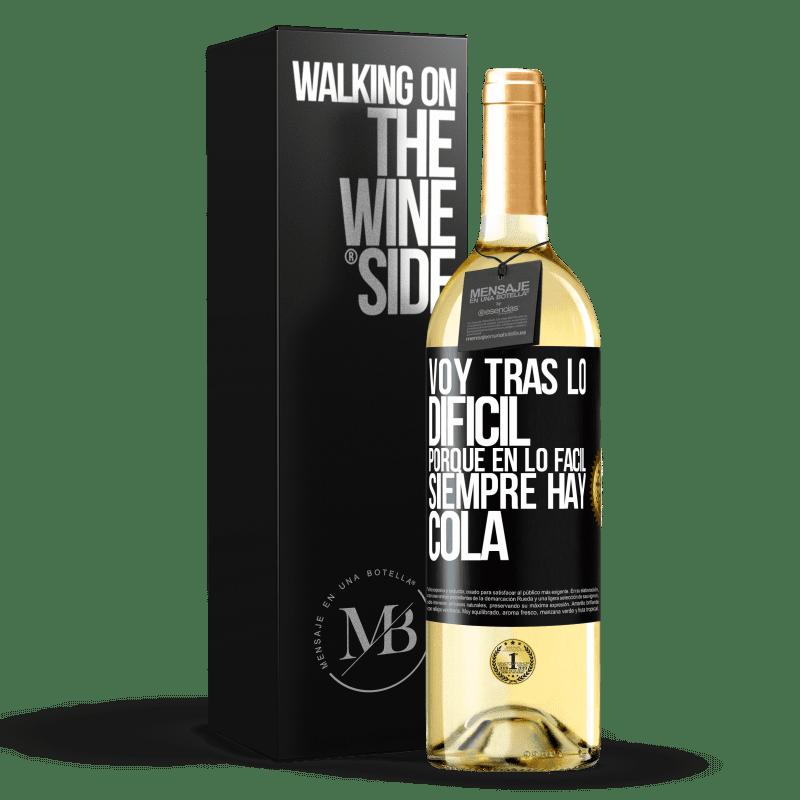 24,95 € Envío gratis | Vino Blanco Edición WHITE Voy tras lo difícil, porque en la lo fácil siempre hay cola Etiqueta Negra. Etiqueta personalizable Vino joven Cosecha 2020 Verdejo