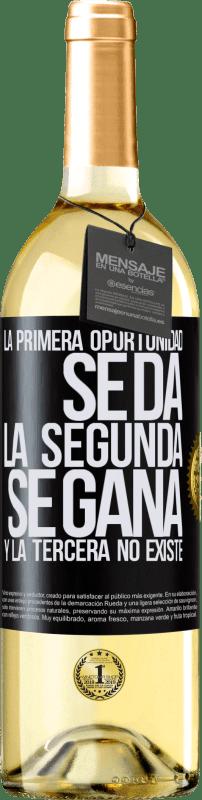 24,95 € Envío gratis | Vino Blanco Edición WHITE La primera oportunidad se da, la segunda se gana, y la tercera no existe Etiqueta Negra. Etiqueta personalizable Vino joven Cosecha 2020 Verdejo