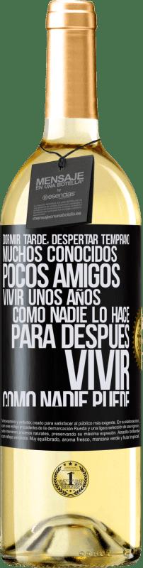 24,95 € Envío gratis   Vino Blanco Edición WHITE Dormir tarde, despertar temprano. Muchos conocidos, pocos amigos. Vivir unos años como nadie lo hace, para después vivir Etiqueta Negra. Etiqueta personalizable Vino joven Cosecha 2020 Verdejo