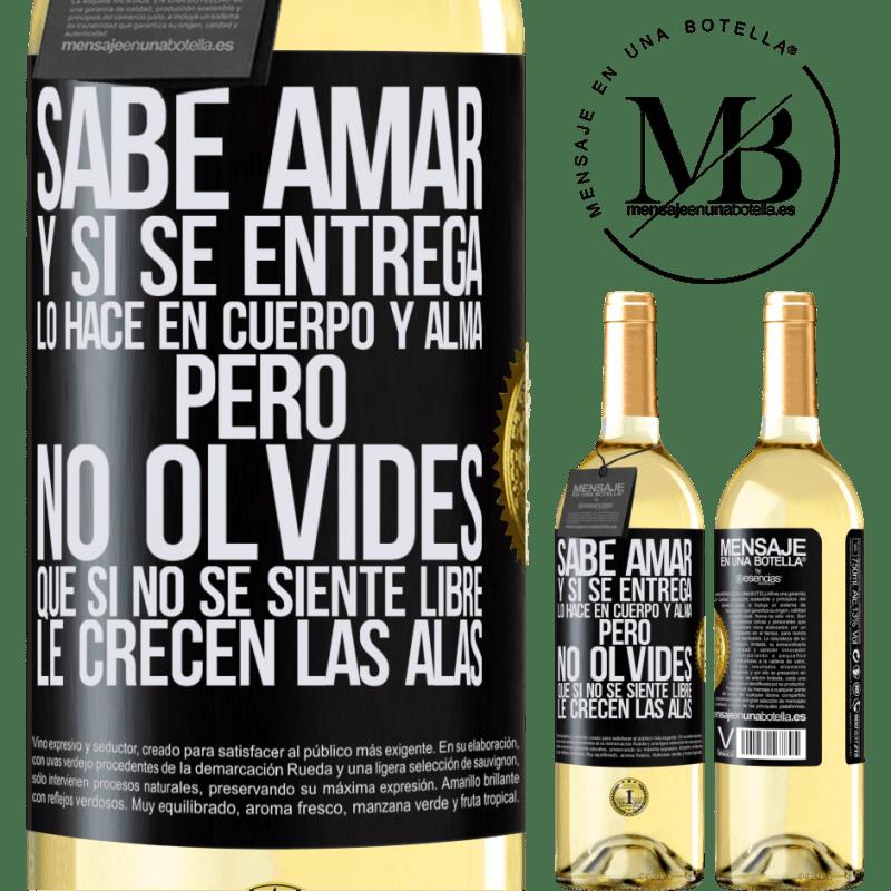 24,95 € Envío gratis   Vino Blanco Edición WHITE Sabe amar, y si se entrega, lo hace en cuerpo y alma. Pero, no olvides, que si no se siente libre, le crecen las alas Etiqueta Negra. Etiqueta personalizable Vino joven Cosecha 2020 Verdejo