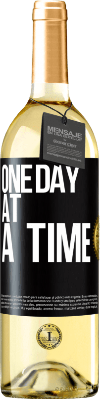 24,95 € Free Shipping   White Wine WHITE Edition One day at a time Black Label. Customizable label Young wine Harvest 2020 Verdejo