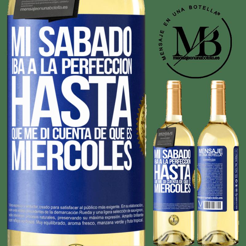 24,95 € Envío gratis | Vino Blanco Edición WHITE Mi sábado iba a la perfección hasta que me di cuenta que es miércoles Etiqueta Azul. Etiqueta personalizable Vino joven Cosecha 2020 Verdejo