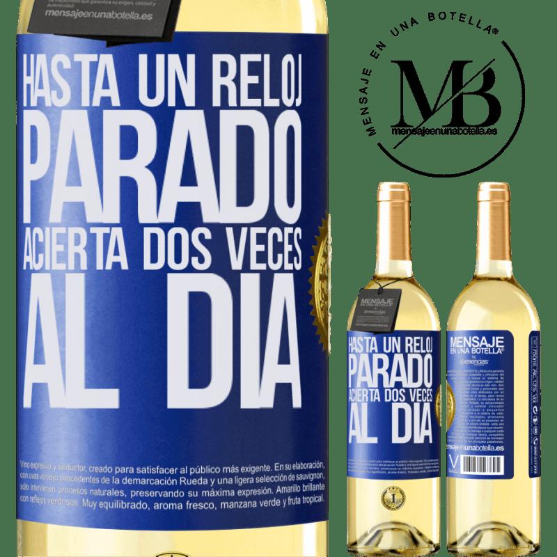 24,95 € Envío gratis | Vino Blanco Edición WHITE Hasta un reloj parado acierta dos veces al día Etiqueta Azul. Etiqueta personalizable Vino joven Cosecha 2020 Verdejo