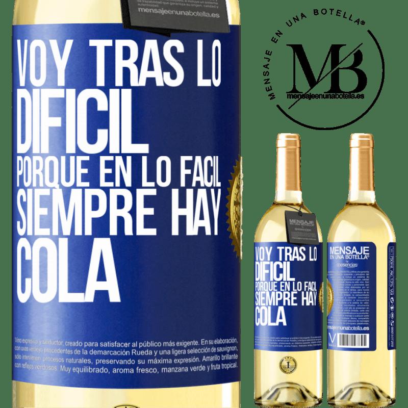 24,95 € Envío gratis | Vino Blanco Edición WHITE Voy tras lo difícil, porque en la lo fácil siempre hay cola Etiqueta Azul. Etiqueta personalizable Vino joven Cosecha 2020 Verdejo