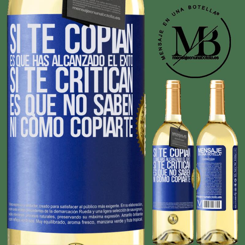 24,95 € Envío gratis | Vino Blanco Edición WHITE Si te copian, es que has alcanzado el éxito. Si te critican, es que no saben ni como copiarte Etiqueta Azul. Etiqueta personalizable Vino joven Cosecha 2020 Verdejo