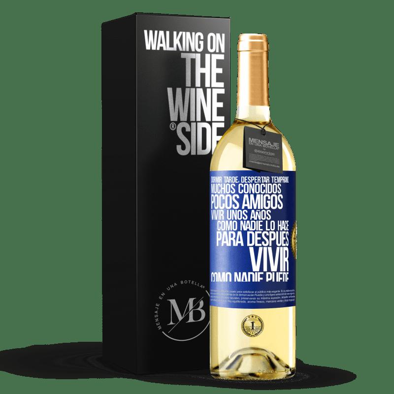 24,95 € Envoi gratuit | Vin blanc Édition WHITE Dormez tard, réveillez-vous tôt. Beaucoup de connaissances, peu d'amis. Vivez quelques années comme personne, puis vivez Étiquette Bleue. Étiquette personnalisable Vin jeune Récolte 2020 Verdejo