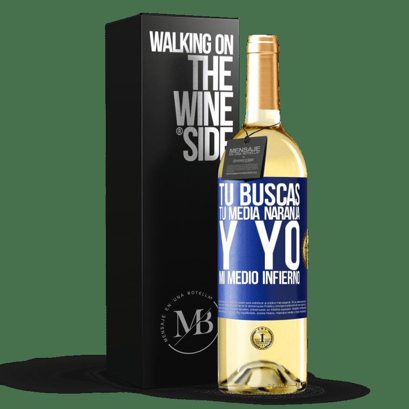 24,95 € Envío gratis | Vino Blanco Edición WHITE Tú buscas tu media naranja, y yo, mi medio infierno Etiqueta Azul. Etiqueta personalizable Vino joven Cosecha 2020 Verdejo