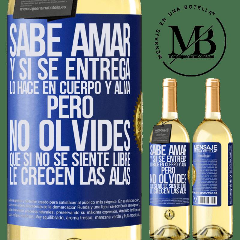 24,95 € Envío gratis   Vino Blanco Edición WHITE Sabe amar, y si se entrega, lo hace en cuerpo y alma. Pero, no olvides, que si no se siente libre, le crecen las alas Etiqueta Azul. Etiqueta personalizable Vino joven Cosecha 2020 Verdejo