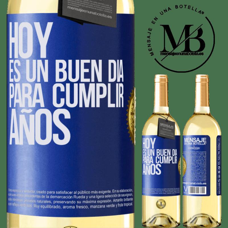24,95 € Envío gratis | Vino Blanco Edición WHITE Hoy es un buen día para cumplir años Etiqueta Azul. Etiqueta personalizable Vino joven Cosecha 2020 Verdejo