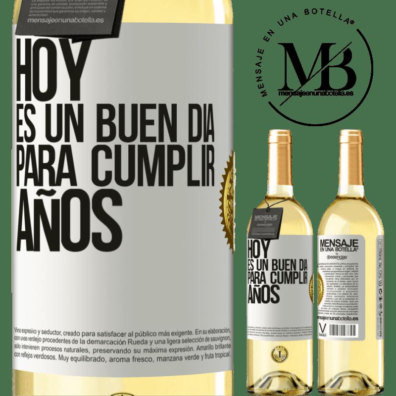 24,95 € Envío gratis | Vino Blanco Edición WHITE Hoy es un buen día para cumplir años Etiqueta Blanca. Etiqueta personalizable Vino joven Cosecha 2020 Verdejo