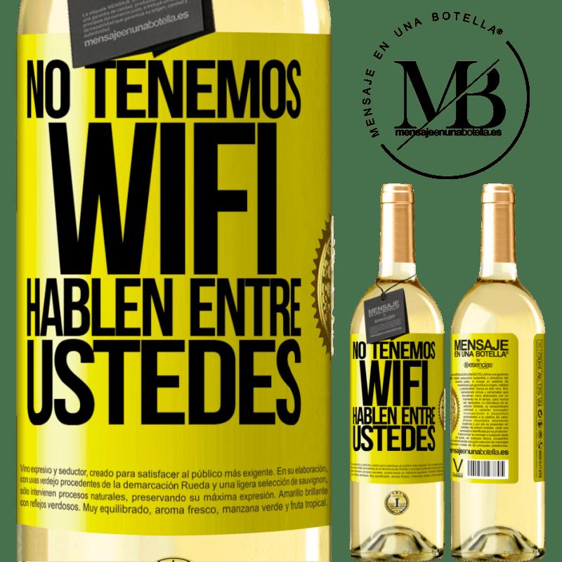 24,95 € Envío gratis | Vino Blanco Edición WHITE No tenemos WiFi, hablen entre ustedes Etiqueta Amarilla. Etiqueta personalizable Vino joven Cosecha 2020 Verdejo