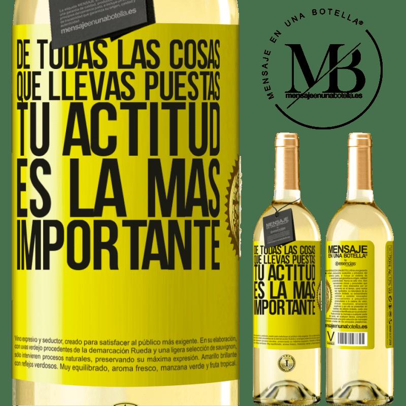 24,95 € Envío gratis | Vino Blanco Edición WHITE De todas las cosas que llevas puestas, tu actitud es la más importante Etiqueta Amarilla. Etiqueta personalizable Vino joven Cosecha 2020 Verdejo