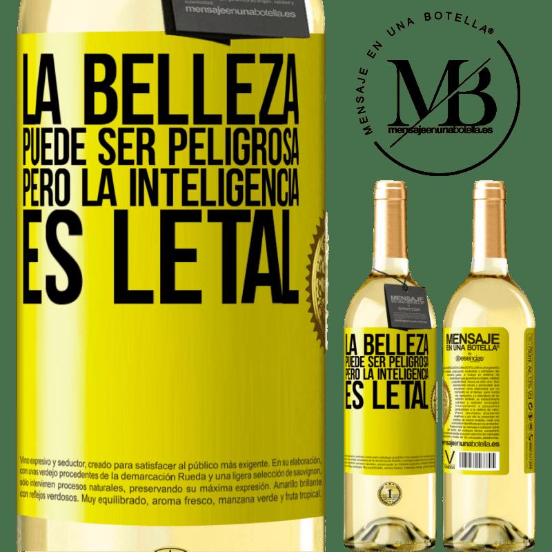 24,95 € Envío gratis | Vino Blanco Edición WHITE La belleza puede ser peligrosa, pero la inteligencia es letal Etiqueta Amarilla. Etiqueta personalizable Vino joven Cosecha 2020 Verdejo
