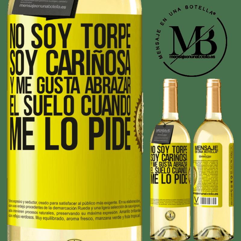 24,95 € Envío gratis   Vino Blanco Edición WHITE No soy torpe, soy cariñosa, y me gusta abrazar el suelo cuando me lo pide Etiqueta Amarilla. Etiqueta personalizable Vino joven Cosecha 2020 Verdejo