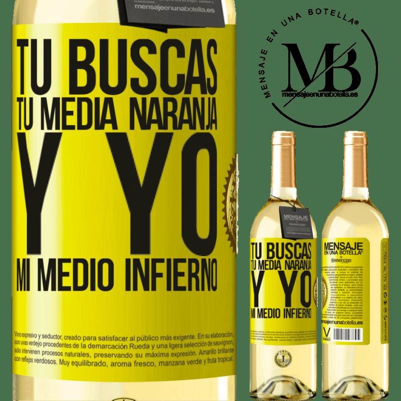24,95 € Envío gratis | Vino Blanco Edición WHITE Tú buscas tu media naranja, y yo, mi medio infierno Etiqueta Amarilla. Etiqueta personalizable Vino joven Cosecha 2020 Verdejo