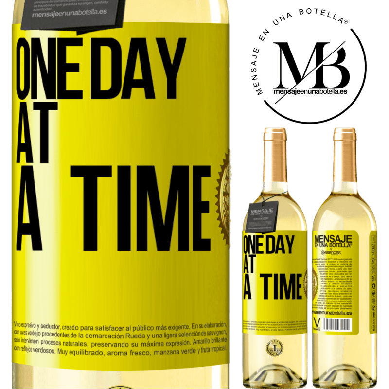24,95 € Free Shipping   White Wine WHITE Edition One day at a time Yellow Label. Customizable label Young wine Harvest 2020 Verdejo