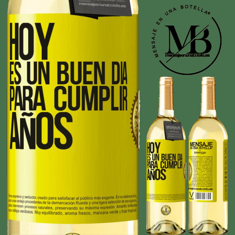 24,95 € Envío gratis | Vino Blanco Edición WHITE Hoy es un buen día para cumplir años Etiqueta Amarilla. Etiqueta personalizable Vino joven Cosecha 2020 Verdejo