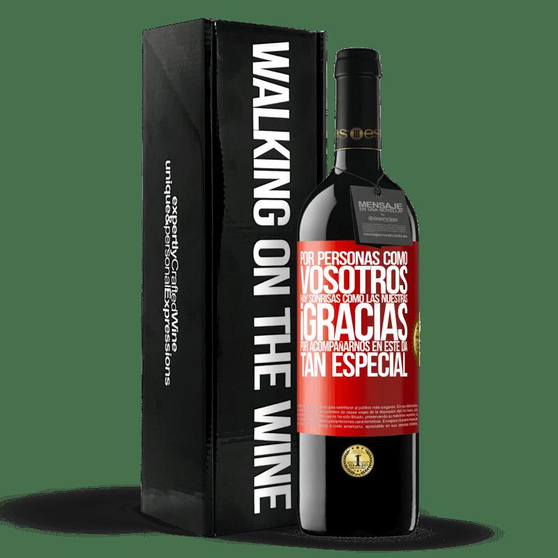 24,95 € Envoi gratuit | Vin rouge Édition RED Crianza 6 Mois Pour des gens comme vous, il y a des sourires comme le nôtre. Merci de vous joindre à nous en cette journée spéciale Étiquette Rouge. Étiquette personnalisable Vieillissement en fûts de chêne 6 Mois Récolte 2018 Tempranillo