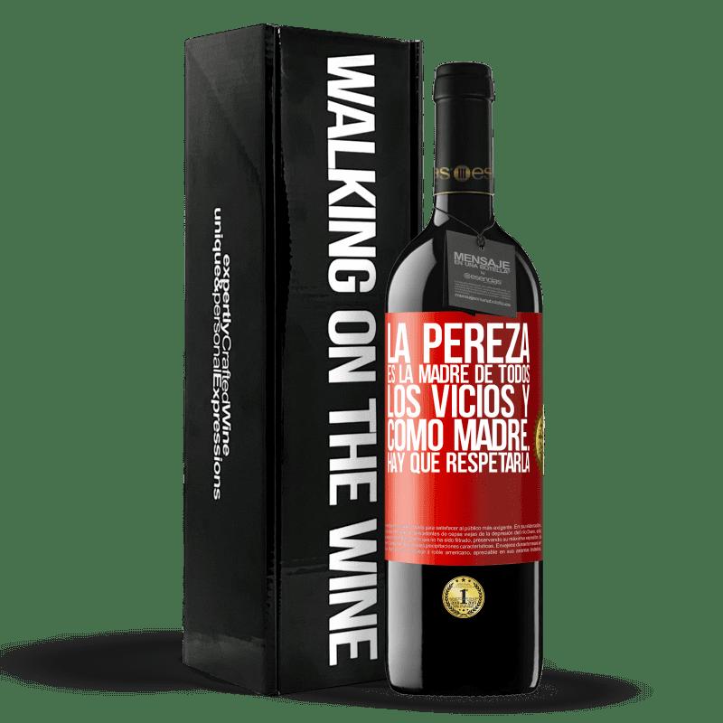24,95 € Envoi gratuit | Vin rouge Édition RED Crianza 6 Mois La paresse est la mère de tous les vices et en tant que mère ... vous devez la respecter Étiquette Rouge. Étiquette personnalisable Vieillissement en fûts de chêne 6 Mois Récolte 2018 Tempranillo