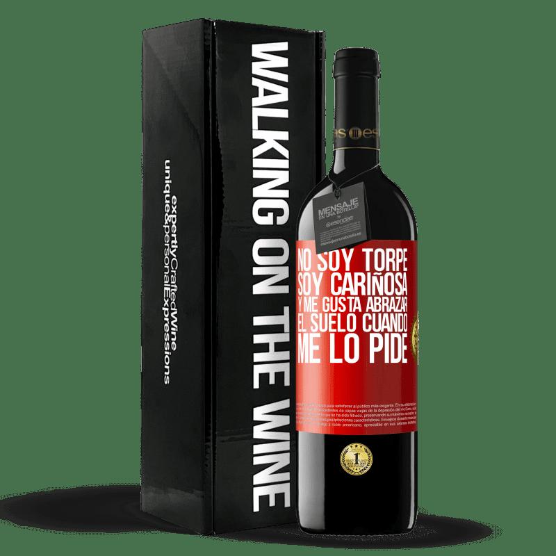 24,95 € Envoi gratuit | Vin rouge Édition RED Crianza 6 Mois Je ne suis pas maladroit, je suis affectueux et j'aime embrasser le sol quand tu demandes Étiquette Rouge. Étiquette personnalisable Vieillissement en fûts de chêne 6 Mois Récolte 2018 Tempranillo
