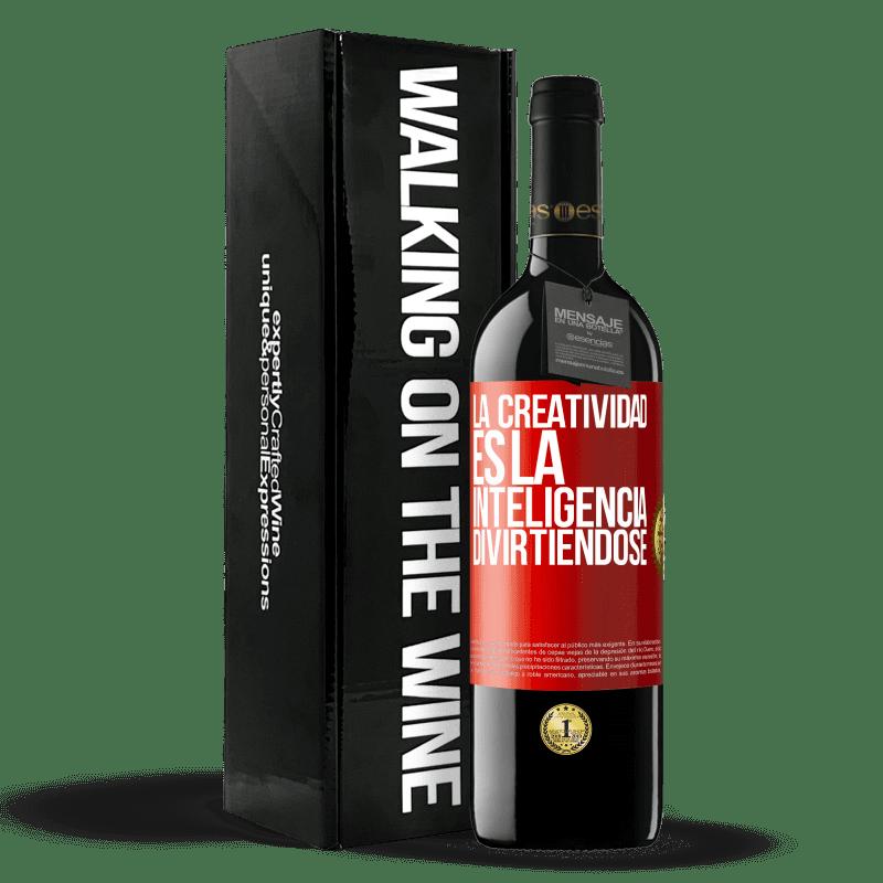 24,95 € Envoi gratuit | Vin rouge Édition RED Crianza 6 Mois La créativité, c'est l'intelligence qui s'amuse Étiquette Rouge. Étiquette personnalisable Vieillissement en fûts de chêne 6 Mois Récolte 2018 Tempranillo