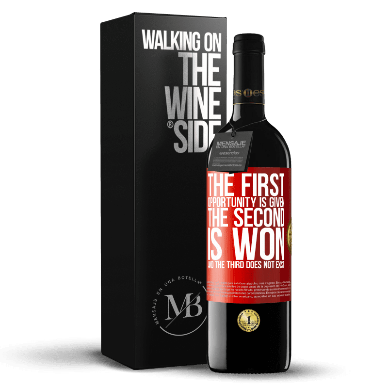 24,95 € Free Shipping   Red Wine RED Edition Crianza 6 Months The first opportunity is given, the second is won, and the third does not exist Red Label. Customizable label Aging in oak barrels 6 Months Harvest 2018 Tempranillo