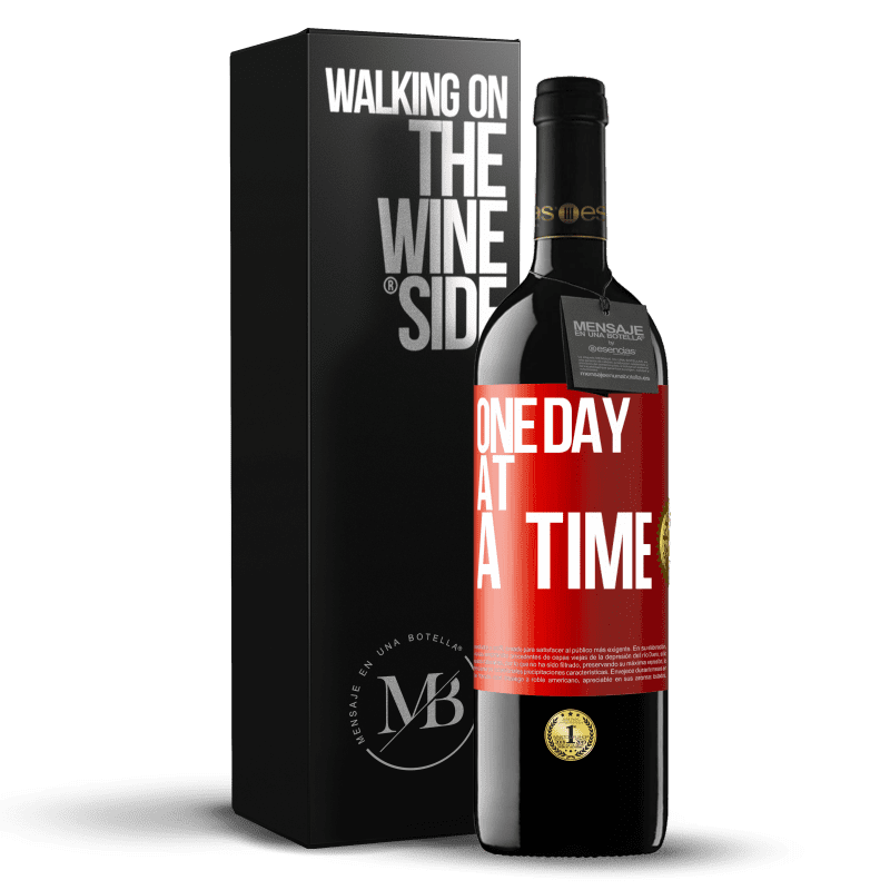 24,95 € Free Shipping | Red Wine RED Edition Crianza 6 Months One day at a time Red Label. Customizable label Aging in oak barrels 6 Months Harvest 2018 Tempranillo