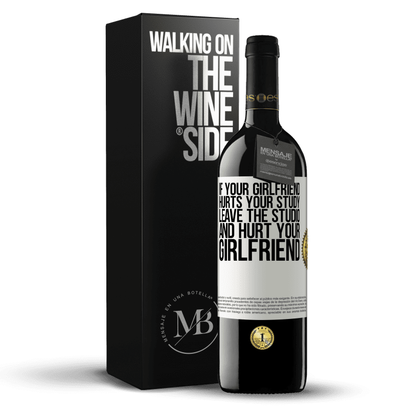 24,95 € Free Shipping | Red Wine RED Edition Crianza 6 Months If your girlfriend hurts your study, leave the studio and hurt your girlfriend White Label. Customizable label Aging in oak barrels 6 Months Harvest 2018 Tempranillo
